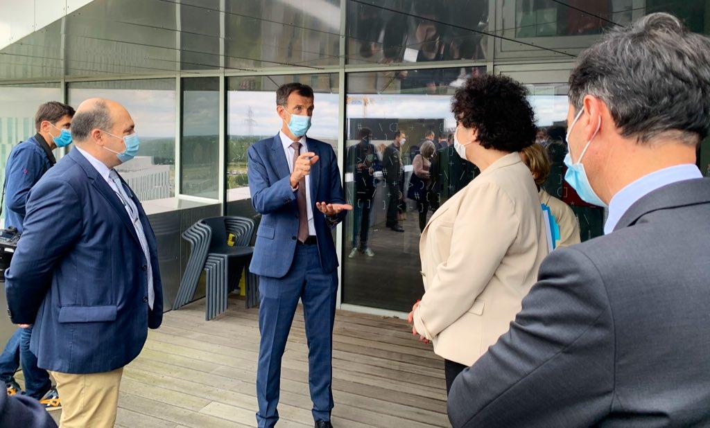 Vincent Marcatté, directeur de l'IRT B-Com, et Frédérique Vidal, ministre de la recherche, lors de la visite de l'IRT B-Com